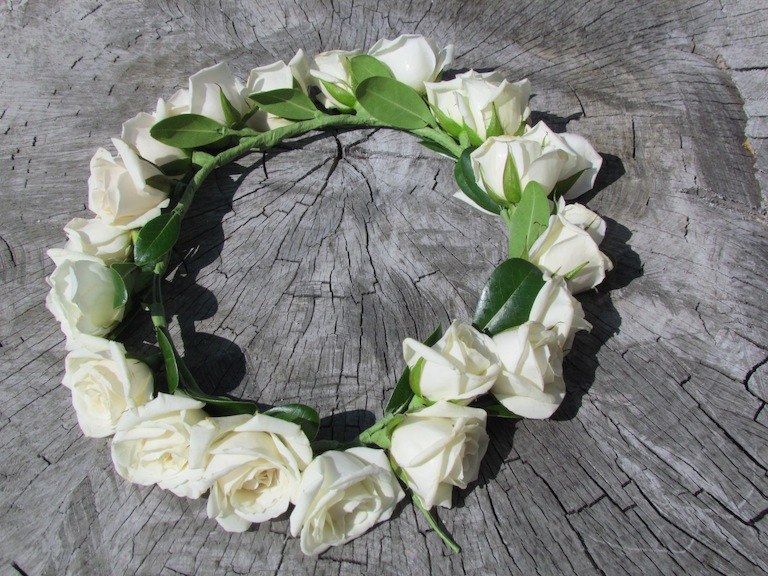 Headpiece with white roses