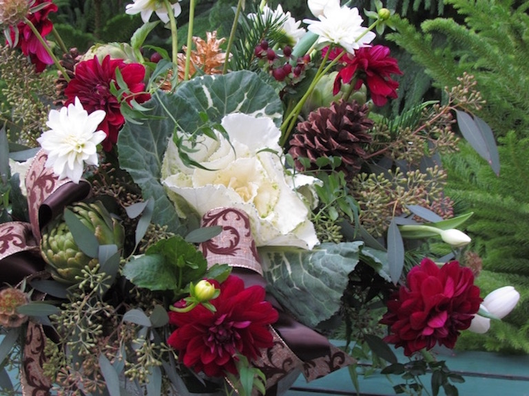 Flowering kale, pinecones and dahlias for Christmas