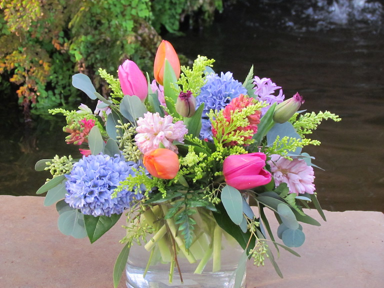Mixed spring flowers in a clear vase